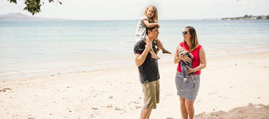 emma andrew family beach 540x240