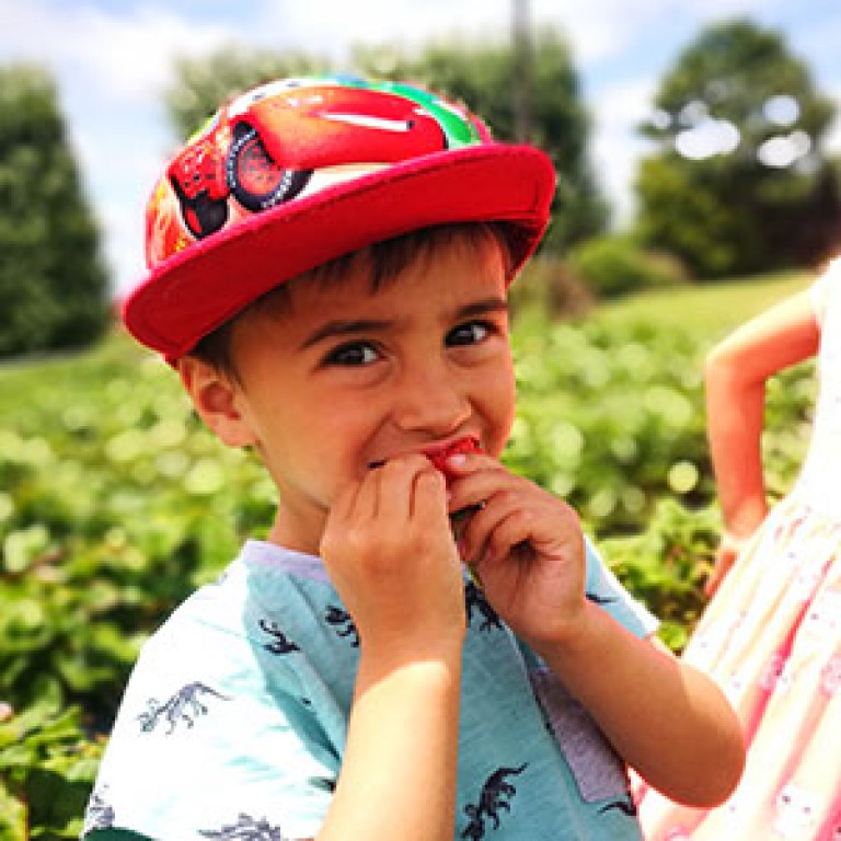 Image-circles-Boy-eating-strawberry-for-web
