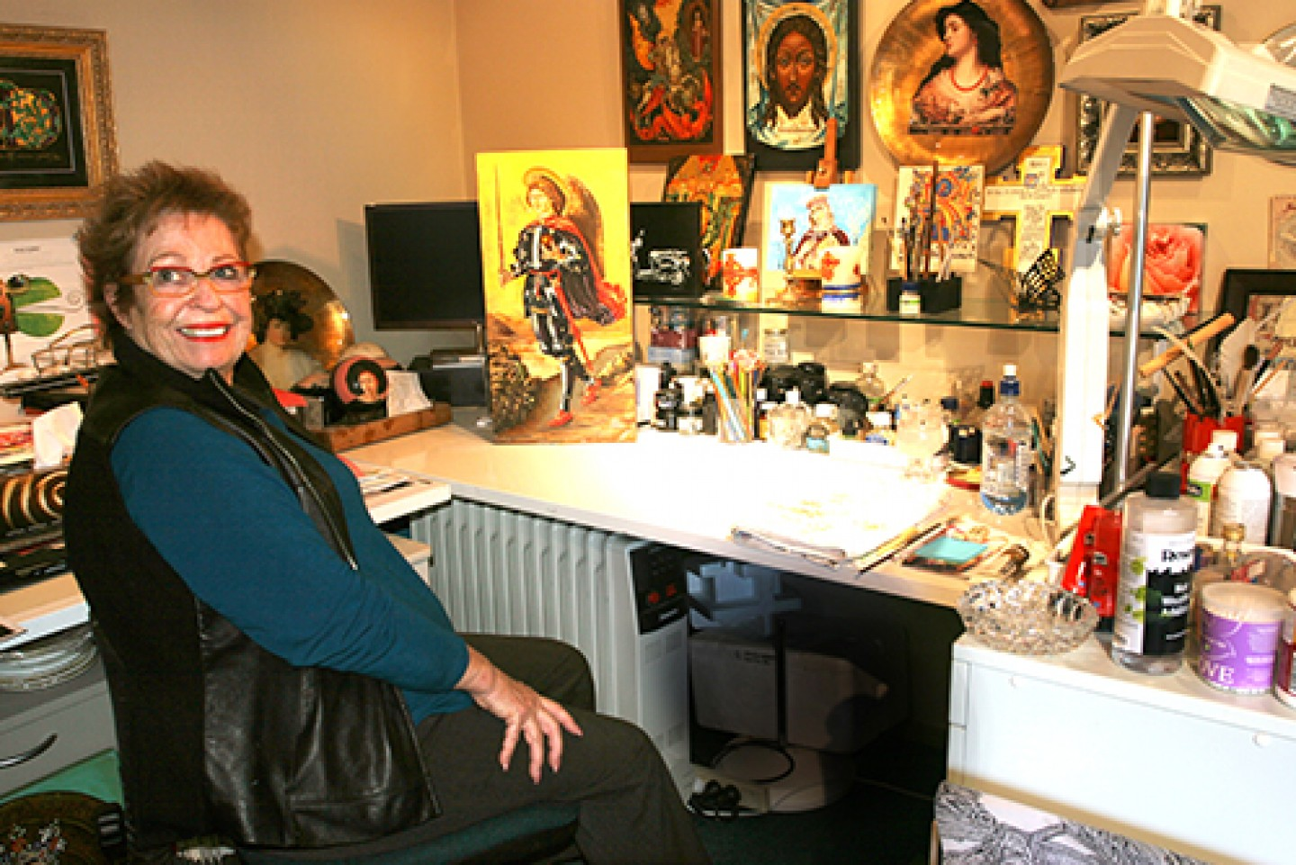 Carolyn in her studio blog